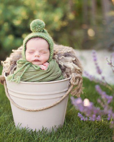 Patrick la sedinta de newborn in natura